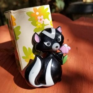 🍁🍁Vintage 1970s Avon sniffy pin pal fragrance